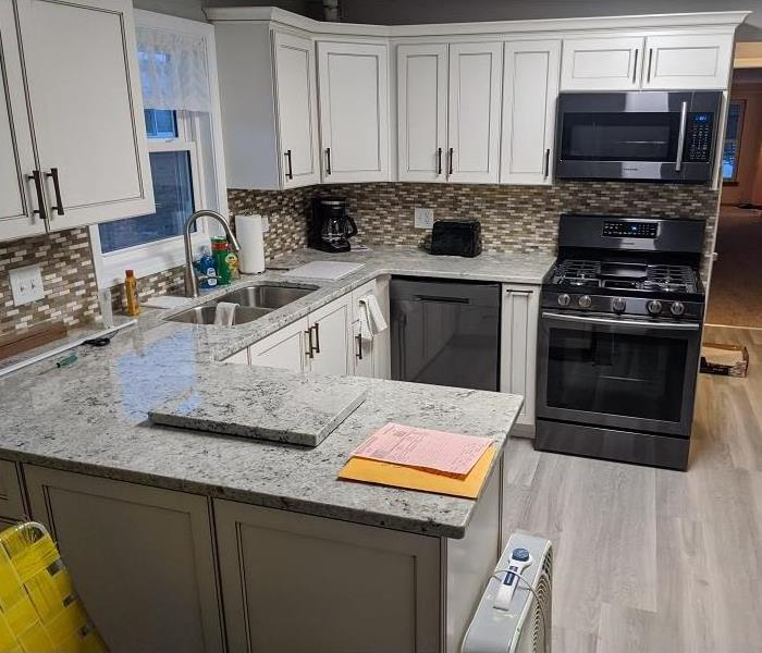 A clean kitchen with new cabinets, appliances, counter tops.